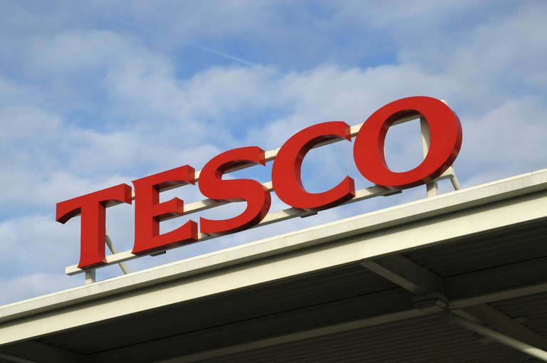 Tesco reveals plans to shut a customer service centre in Cardiff -- with the loss of 1,100 jobs. We speak to @pigottp next.#GoodMorningWales