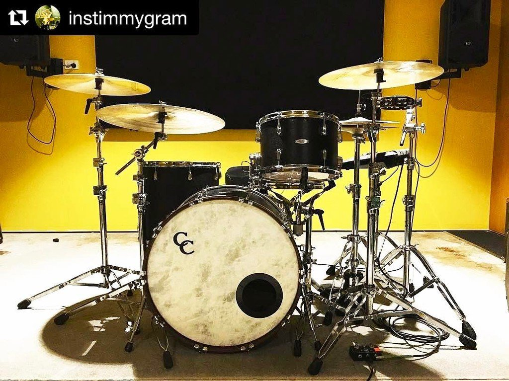 How's your rig feeling? #Repost @instimmygram ・・・ Back in the hive with this honeybee for the next swarm of @strangersband shows kicking of… pic.twitter.com/QDTNihXZLn