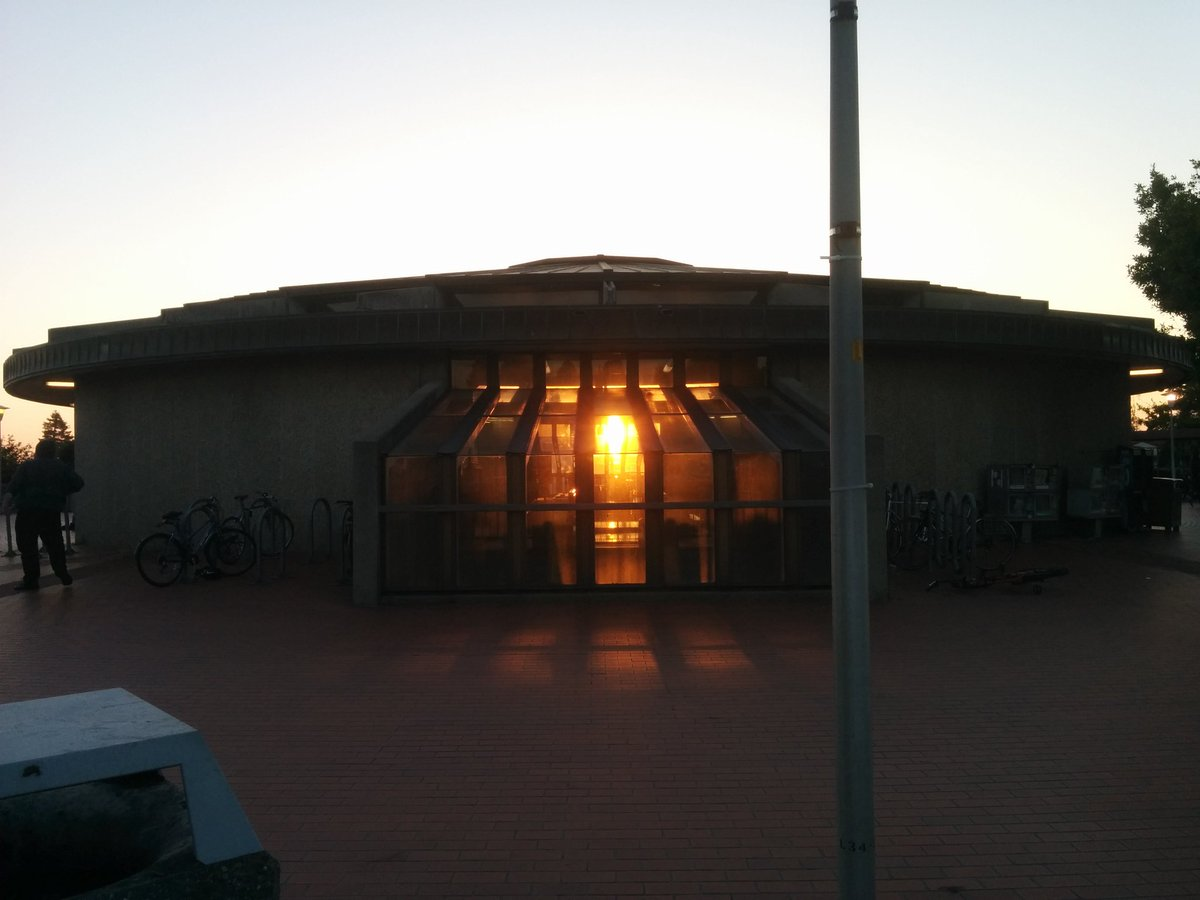 Barthenge! The North Berkeley @SFBART rotunda lines up with the sunset on summer solstice. https://t.co/CaCAsI2kQY