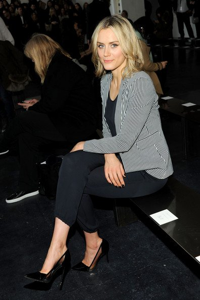 Just beautiful #TaylorSchilling  #heels #outfit  Happy Thursday  <br>http://pic.twitter.com/EKoYKemR09