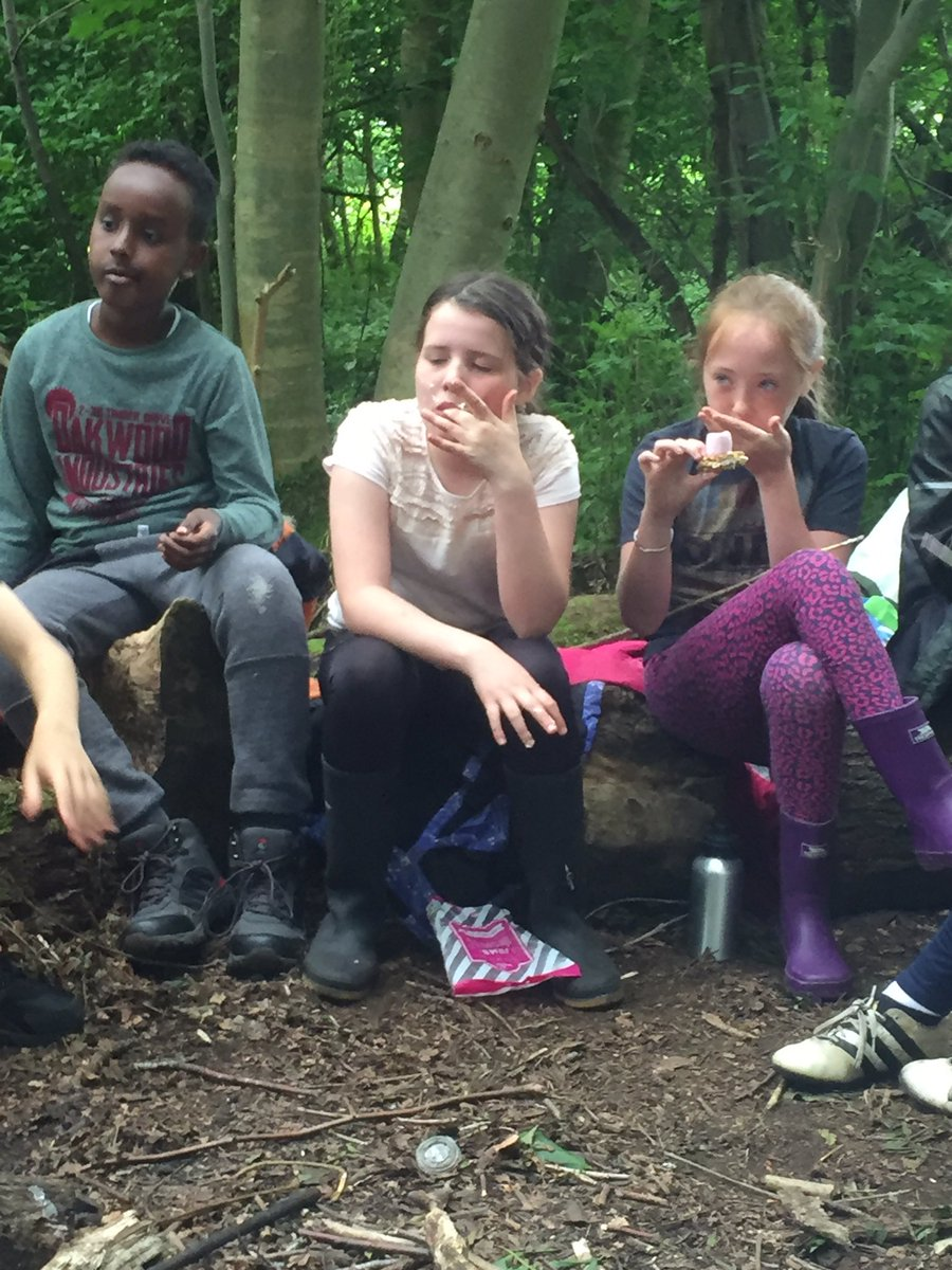 Group hugs all round for the fantastic Pollok Park Rangers Lynsey and Fiona. Thank you so much #forestschools <br>http://pic.twitter.com/OBBhUBouqa
