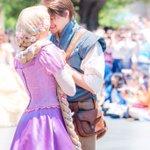 美しいプリンスとプリンセス!ディズニーランドは今、真実の愛が溢れてる!