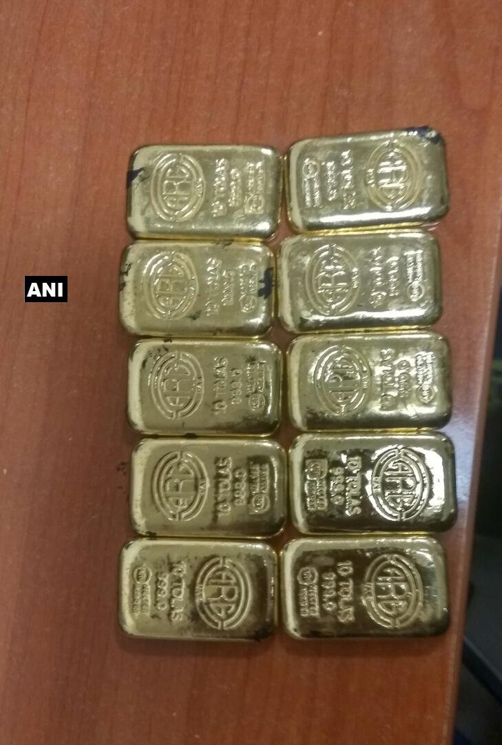 Mumbai: AIU recovered 10 gold bars weighing 1160 gms valued at Rs34,80,000 concealed behind toilet mirror in a Jet Airways flight from Dubai