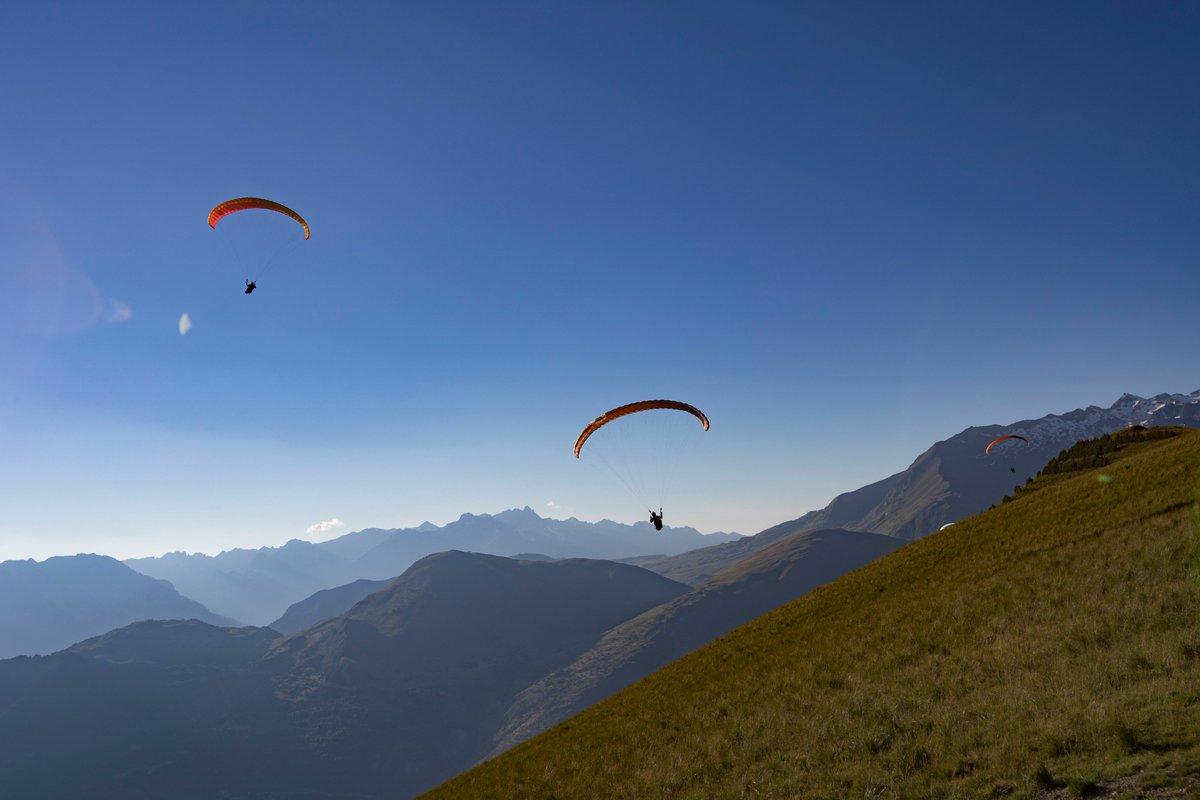 #Les2AlpesOutdoorFestival c&#39;est parti !  Suivez l&#39;event en live sur la page Facebook &quot;Les 2 Alpes Outdoor Festival&quot; Today le #parapente <br>http://pic.twitter.com/YzEDRmh2R2