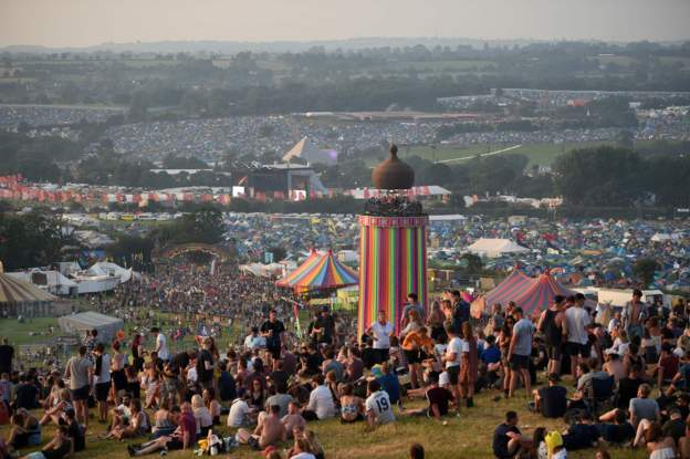 Yay! It&#39;s #glasto17 weekend! Are you on your way? We&#39;d love to know how your journey is going...   http:// bbc.in/2sYlMLa  &nbsp;  <br>http://pic.twitter.com/80pxxdx954
