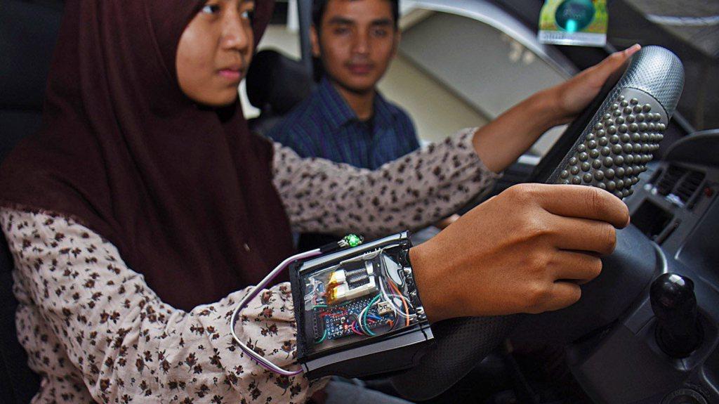 Pelajar Indonesia Mencipta Alat Mencubit Punggung Pemandu Sekiranya MerekaTertidur https://t.co/Jip694LY21 https://t.co/Tdo8qpyf5f
