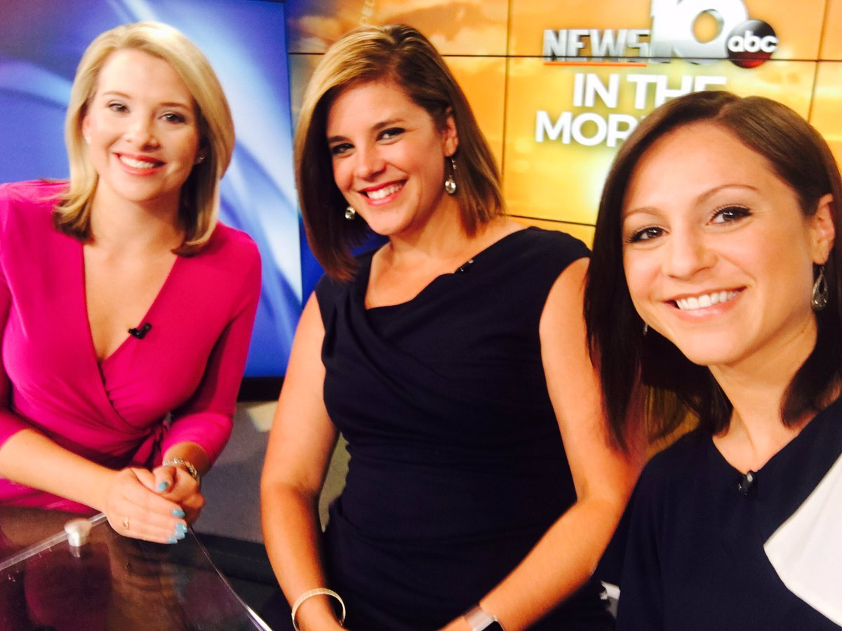 Ladies&#39; day on the desk this morning. Coming up we&#39;re talking Cohoes fire update, a valedictorian&#39;s mic drop, &amp; more. #wakeupwith10 <br>http://pic.twitter.com/GyZVwrTjJv