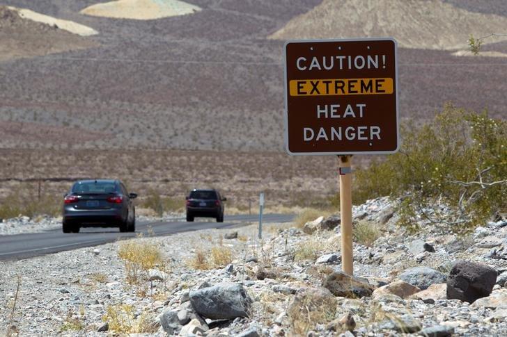 【#暑い】アメリカ南西部で52.8℃という猛暑 高齢者など4人死亡 ピークとなった20日午後カリフォルニア州デスバレーで摂氏52.8℃を記録 https://t.co/uqwhx0n9nM  #地球温暖化 #アメリカ #熱中症