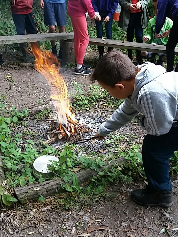 There&#39;s nothing quite like a campfire to start the day @RowParkAcademy #forestschool <br>http://pic.twitter.com/xSiMQqTQS6