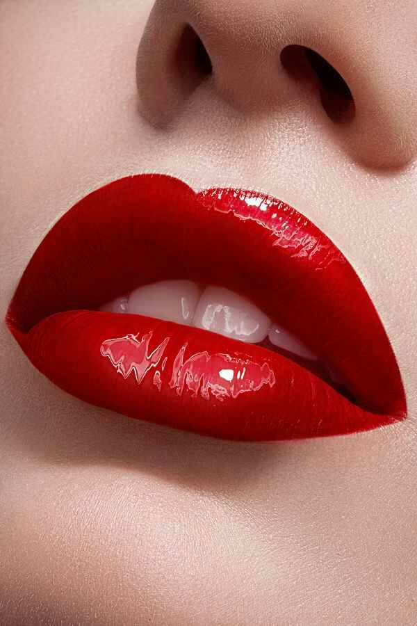 When the dark clouds dampen your mood, glide on some bold red!  #redlips #timeless #monsoonfashion #Monsoon2017  #LipstickIsMyVice #bold<br>http://pic.twitter.com/5yfuFsh9Zp