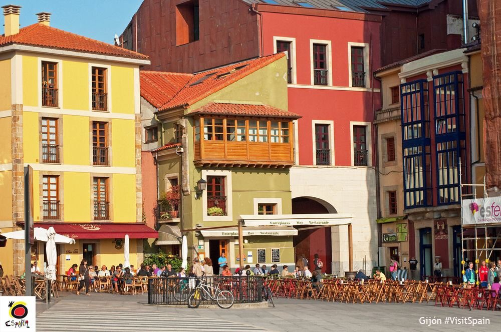 It's a beautiful day for an outdoor meal and a stroll in a marvellous city like Gijón. @GijonTurismo #Asturias #VisitSpain @whereisasturias<br>http://pic.twitter.com/c1EYfcAjQM