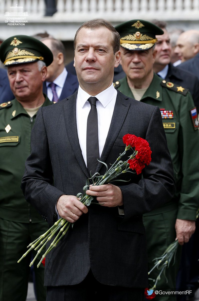 On the Day of Memory and Sorrow, @MedvedevRussiaE and Government members laid wreaths at the Tomb of the Unknown Soldier by the Kremlin Wall