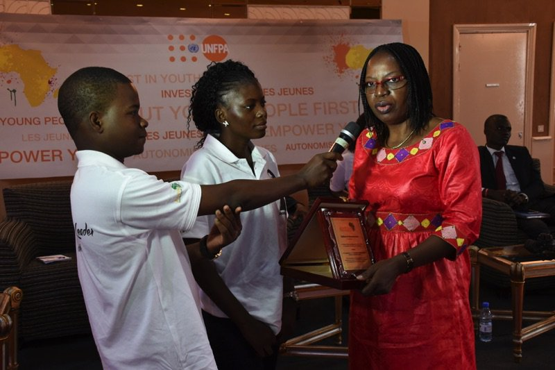 AmB.du Faso #Senegal Award to @rochkaborepf for the acknowledgment of his efforts in favor of the youth #PutYoungPeopleFirst<br>http://pic.twitter.com/2PhrIjZd3M