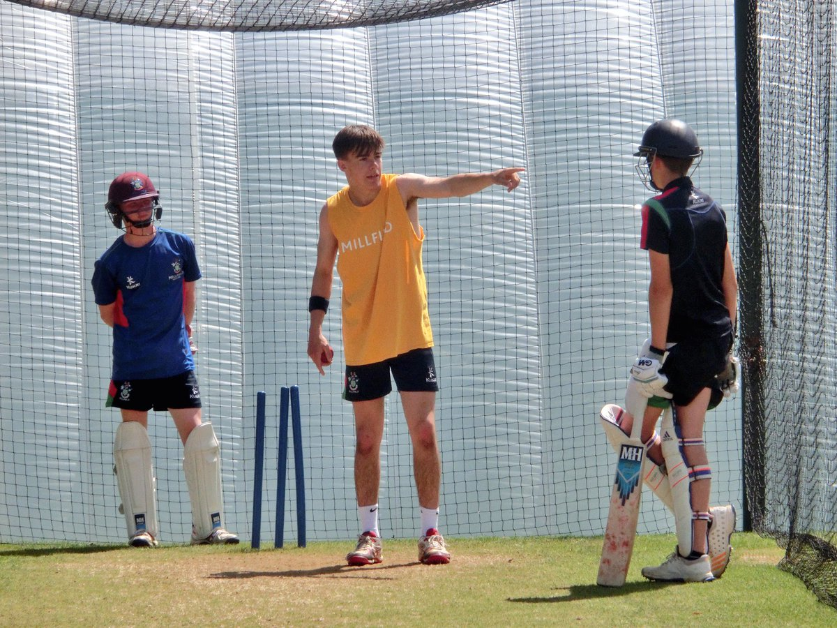 Marcus Critchley of @orchardshouse1 is in the runs at the moment. Here he is giving some tips to Jamie Baird &amp; Adam Searle  #coaching <br>http://pic.twitter.com/XVvoQArTHc