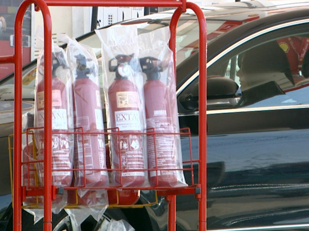 Deputados querem volta do extintor de incêndio em carros https://t.co/teoFuF8r1t #G1