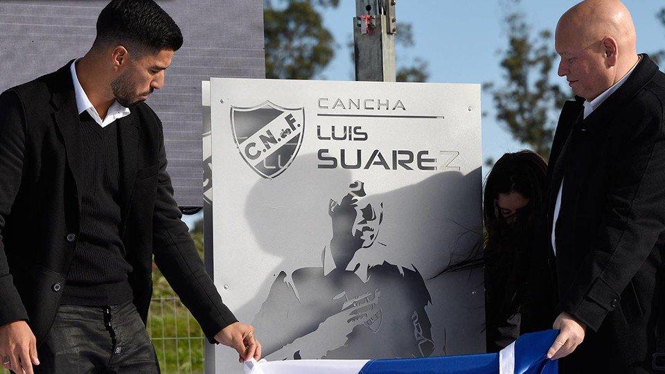 👏 Luis Suárez rep l'homenatge del Nacional, el club on es va formar ht...