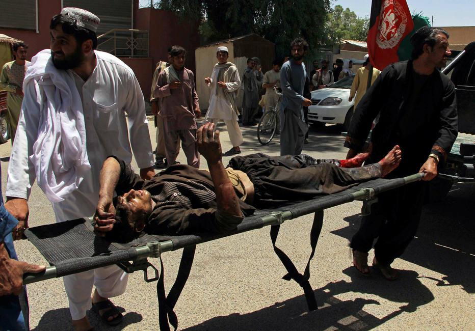 Explosão de carro-bomba em agência bancária no Afeganistão deixa mais de 20 mortos https://t.co/bnd3qWcpE6
