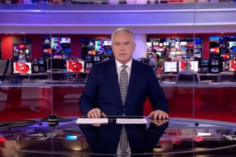 BBC presenter 'mesmerises' viewers with 4 minutes of silence due to computer glitch https://t.co/rhL30te2OH
