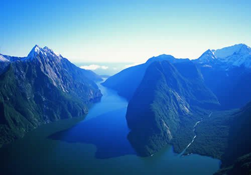 Why we think that New Zealand, land of Lord of the Rings, is a great place to take the Cambridge CELTA!  http:// studycelta.com/blog/teaching- abroad/study-celta-new-zealand &nbsp; …  #lotr #celta <br>http://pic.twitter.com/EVzp9L0YVP
