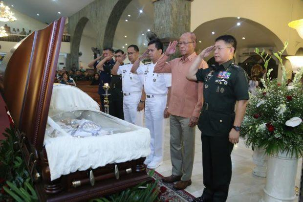 LOOK: AFP pays tribute to military bishop https://t.co/p84Cl2y1UT