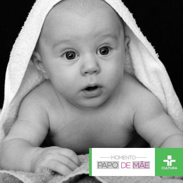 Será que mesmo sem ter dentes é preciso escovar a gengiva dos bebês? O #MomentoPapodeMãe de hoje discute essa e outras questões. Não perca!