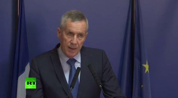"""SUIVI - #AttentatChampsElysées: François #Molins: """"l'auteur ne voulait pas être traité de terroriste.""""  @RTenfrancaispic.twitter.com/PKdLi0CDcQ"""