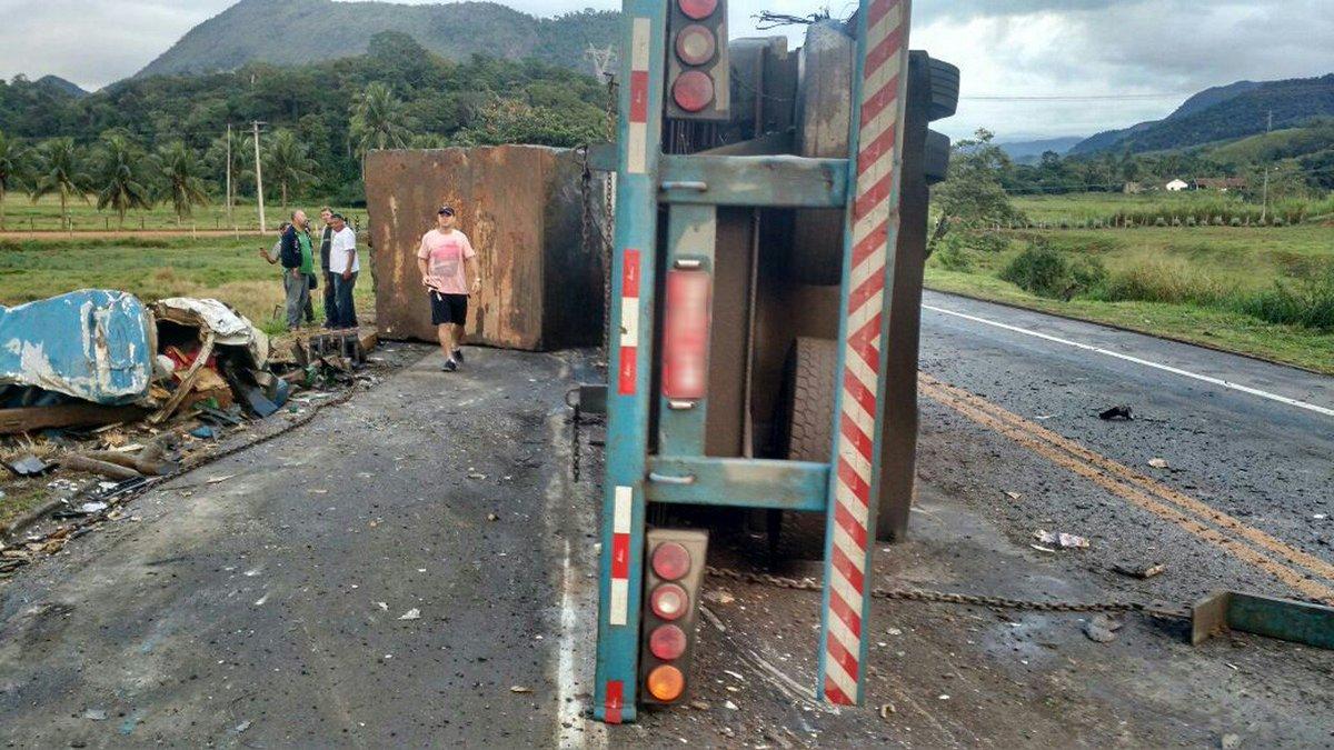 Fotos mostram grave acidente com mortos em Guarapari no ES https://t.c...