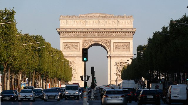 French prosecutor: Champs-Elysees attacker who plowed car into police had pledged allegiance to Islamic State leader. #BREAKING (AP)