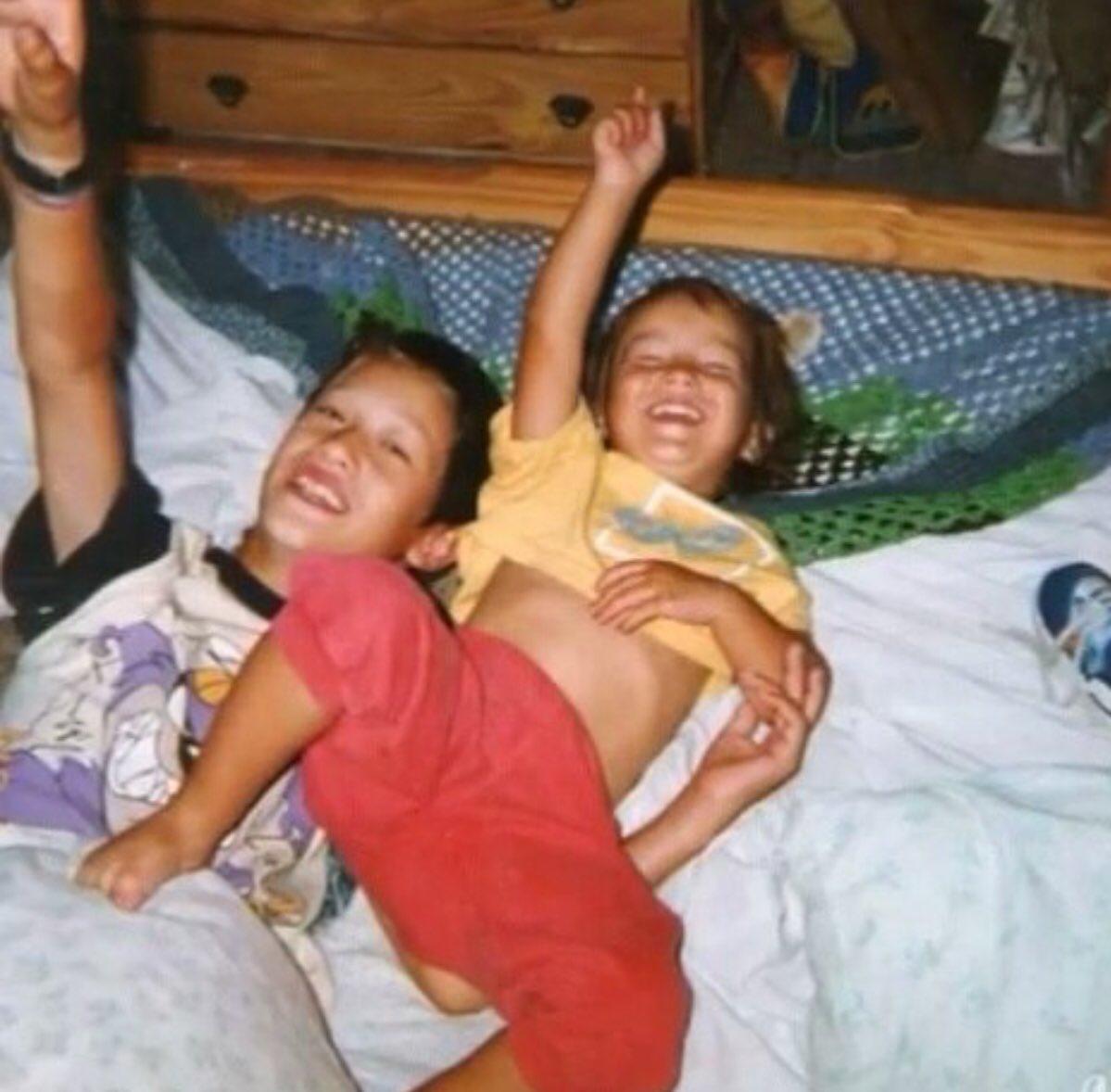 Así era como nos divertíamos de hermano a hermano, sin duda desde chic...