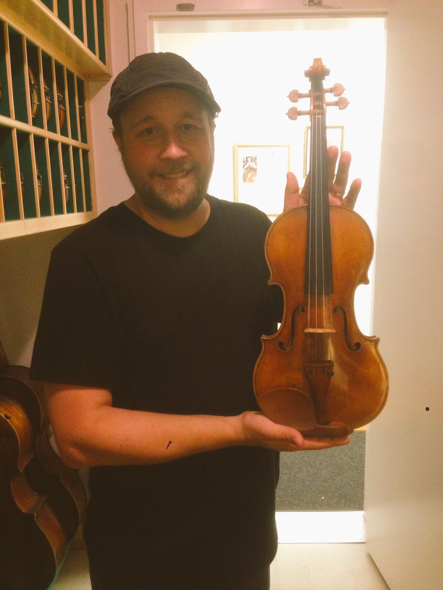 Just an ordinary day holding the Venus Stradivarius violin. #stradivarius <br>http://pic.twitter.com/FYn8RcynxG