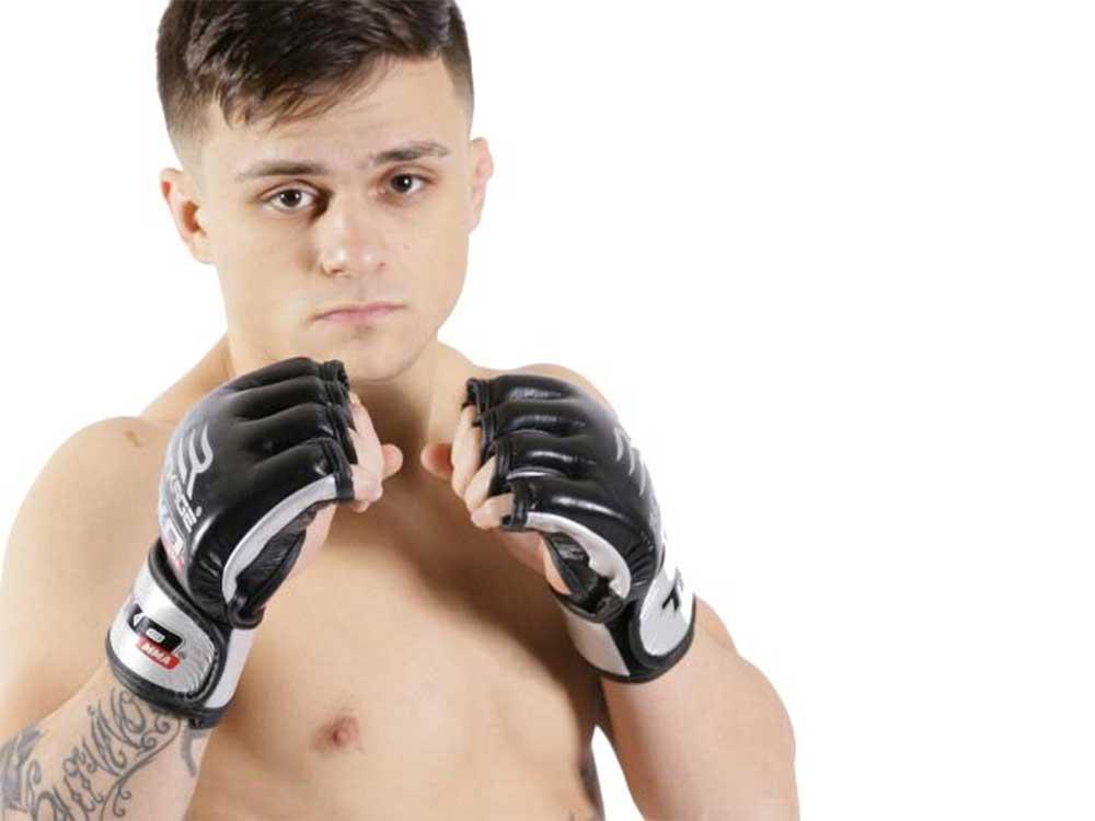 #Windsor MMA fighter hunts for title after submission victory @laramietj #TKOMMA  http:// windsorstar.com/news/local-new s/windsor-mma-fighter-hunts-for-title-after-submission-victory?utm_campaign=Echobox&amp;utm_medium=Social&amp;utm_source=Facebook &nbsp; … <br>http://pic.twitter.com/3XcBkbwgjb