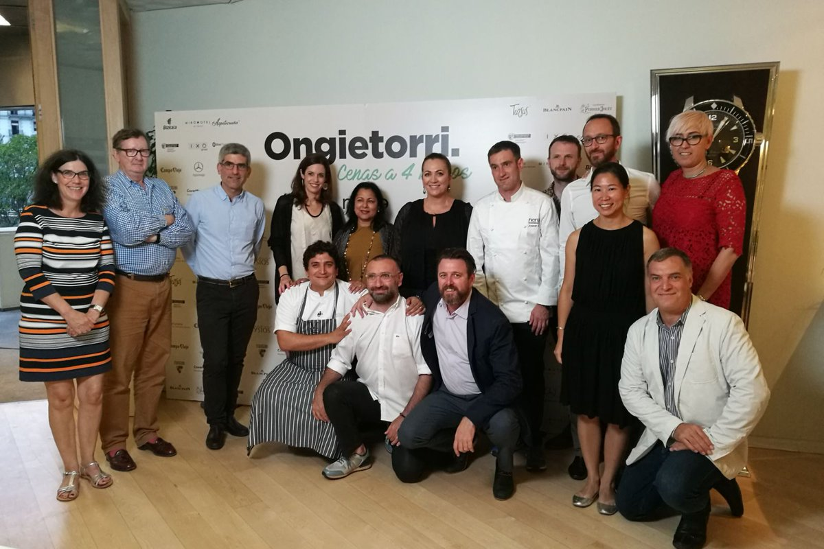 Welcome #cenasacuatromanos to international gastronomic journalists to the #BasqueCountry. #Gastronomy: living and sharing experiences <br>http://pic.twitter.com/Ixcmcn1l9r