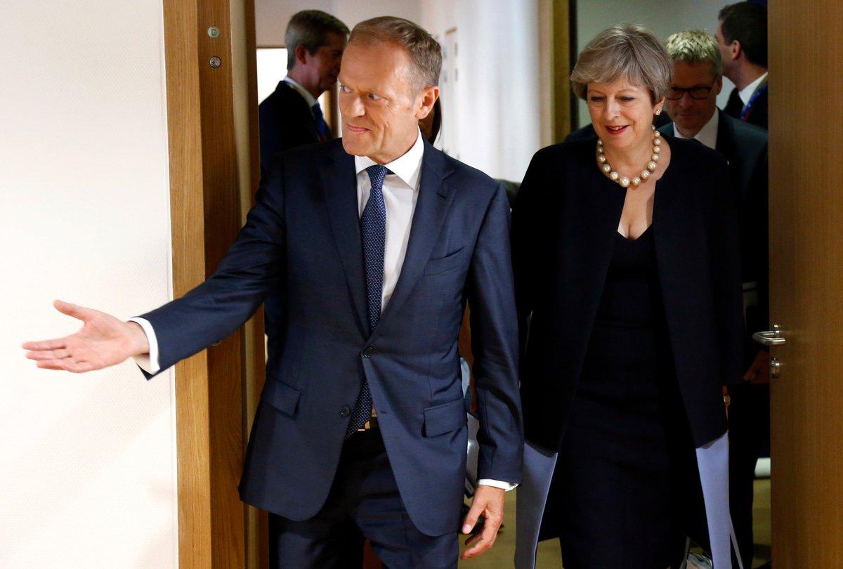 BREXIT. May oferece 'acordo justo' aos cidadãos europeus na Grã-Bretanha. Leia mais: https://t.co/vBIx1ieOwd