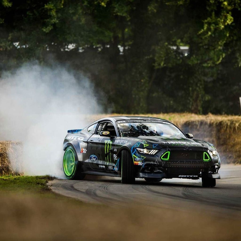 Who&#39;s going to Goodwood #FOS or will be watching the live stream of the event?? #PartyTime #ProfessionalFunHaver<br>http://pic.twitter.com/AGsaWygObI