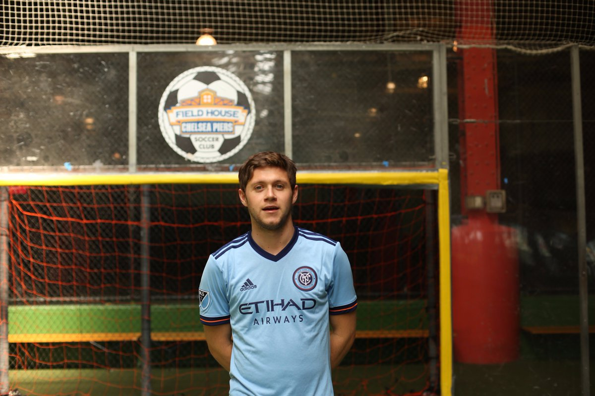596c3bd3920 shoutout niallofficial for repping the club during a kickabout on the nyc  stop of his tour