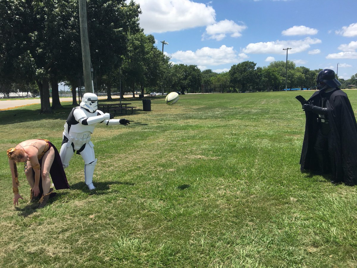 Storm Troopers throw rugby balls about as well as they shoot blasters!! #rugby #StarWars #SpaceCity7s #Rugby7s <br>http://pic.twitter.com/JbXvIMVCpz