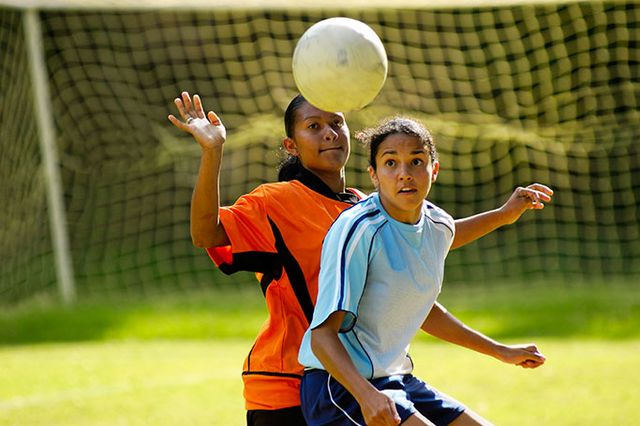 Want to protect kids from #concussion? @UCLAHealth expert @griz1 offers #parents a game plan  http:// ucla.in/2sRRHwv  &nbsp;  <br>http://pic.twitter.com/gcijSmTjo5