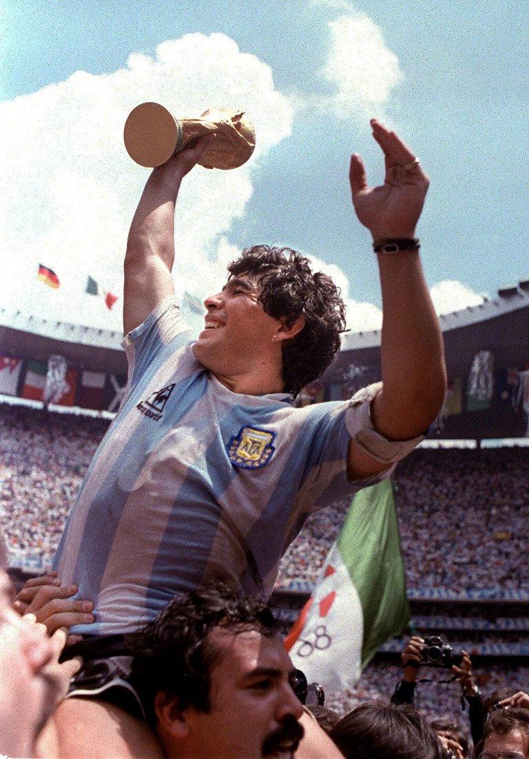Eu sou Maradona. Recorde: https://t.co/nBWT7Z69Qe
