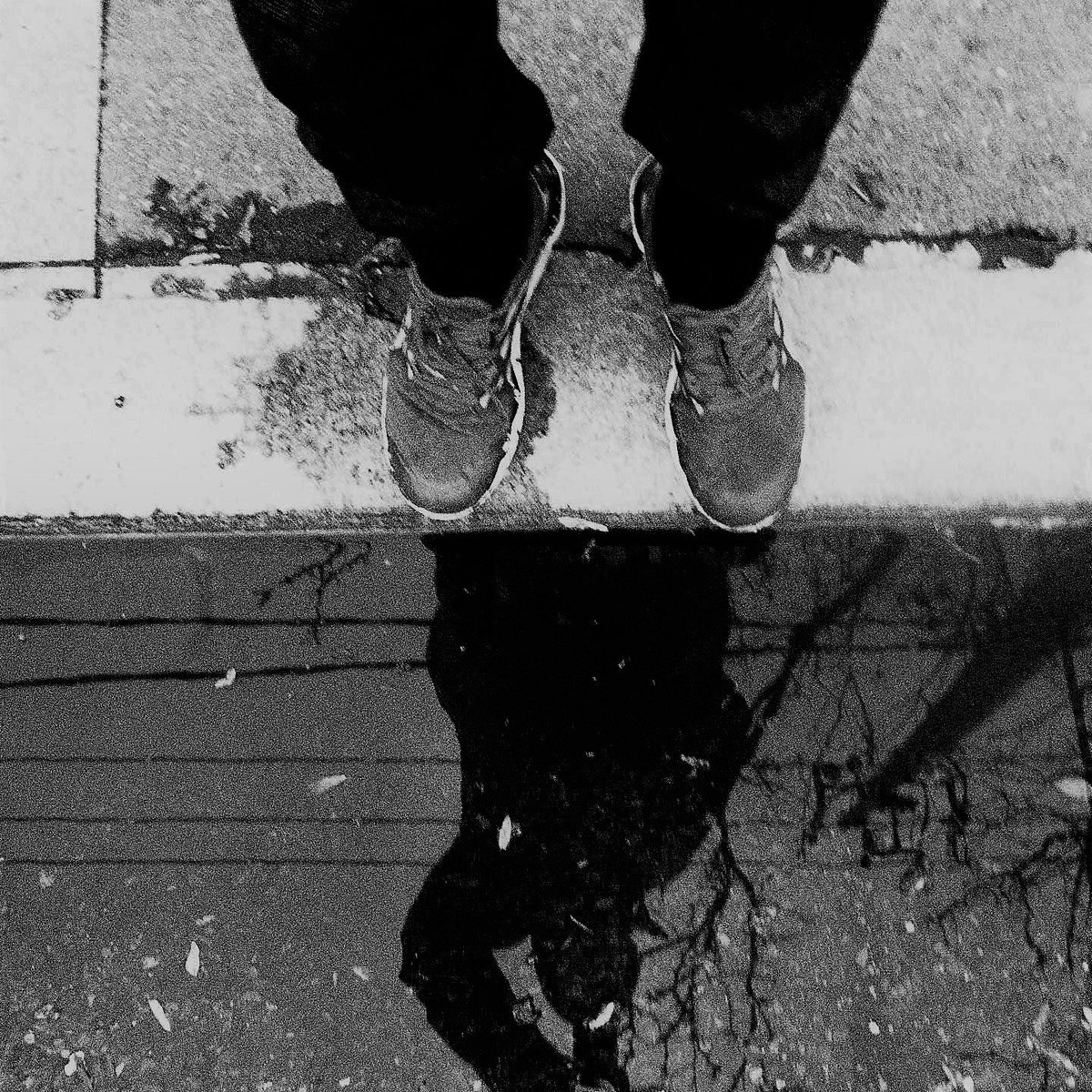 &quot;-in/-step-&quot; (2017) (c) R.F.Kenter (from an ongoing shadow project, #Barcelona) #portrait #shadows #images #contemporaryart #blackandwhite<br>http://pic.twitter.com/xzaiuMuHyT