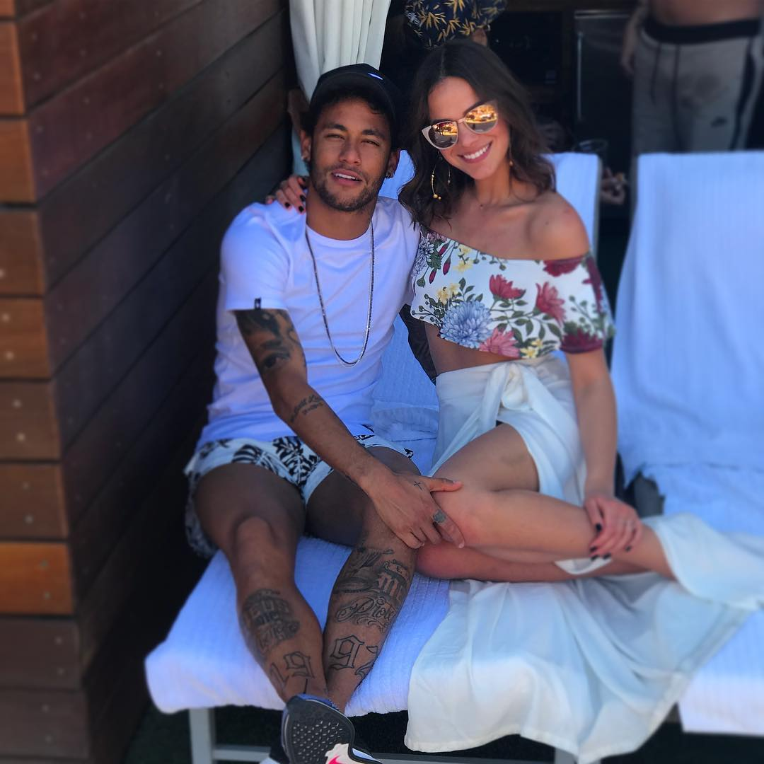 Bruna Marquezine e Neymar terminam namoro, diz colunista https://t.co/...