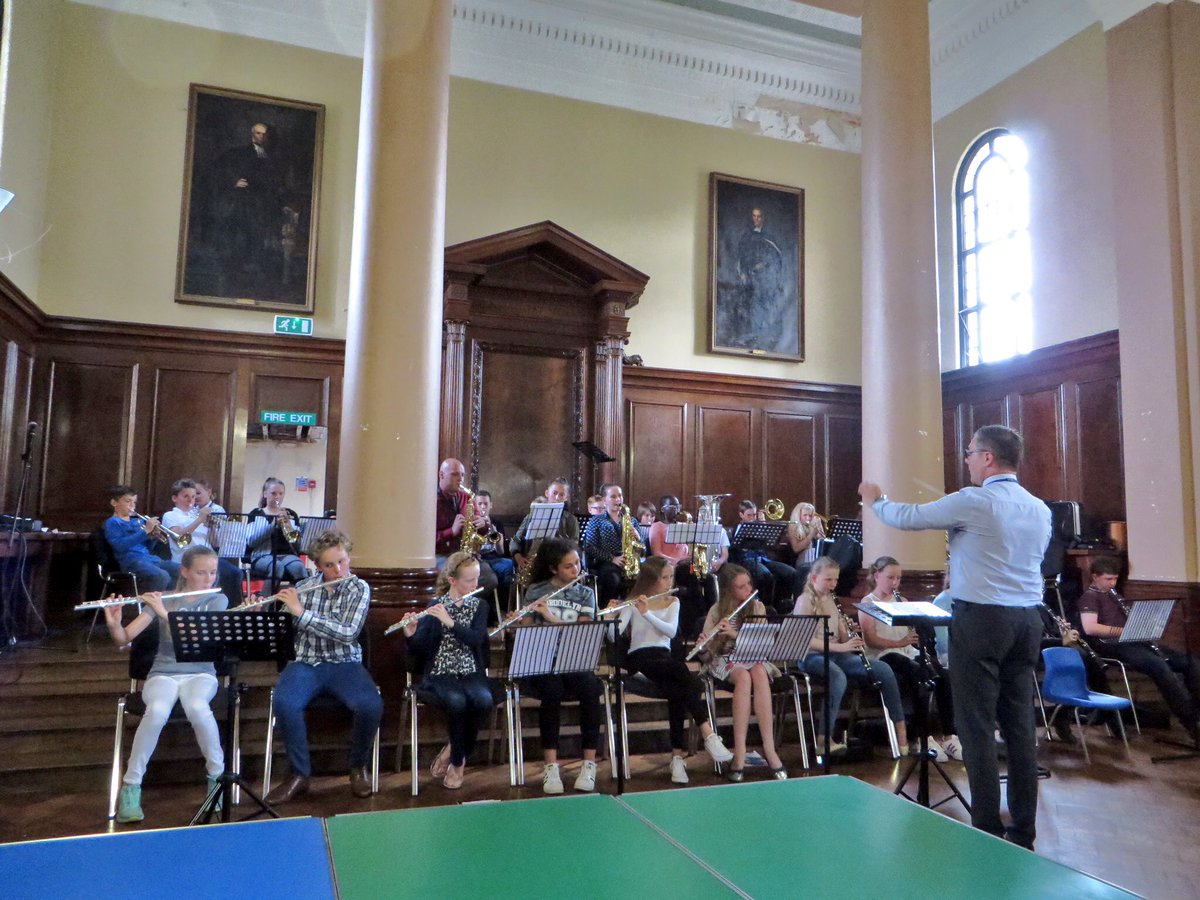 Yr 7 gave a fabulous concert to friends &amp; family, showcasing their instrumental and vocal skills #woodwind #brass #accomplished #orchestra <br>http://pic.twitter.com/uUSCSQ6IH6