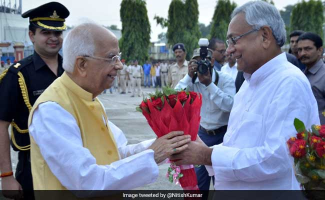 West Bengal Governor Keshri Nath Tripathi takes oath as Bihar Governor https://t.co/O0Zhd1Y4ZQ