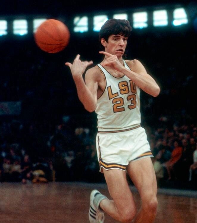 Remembering Pistol Pete Maravich today in what would&#39;ve been his 70th bday. Pete was a legend and is missed #RIP Pete <br>http://pic.twitter.com/fgPljZjKOo