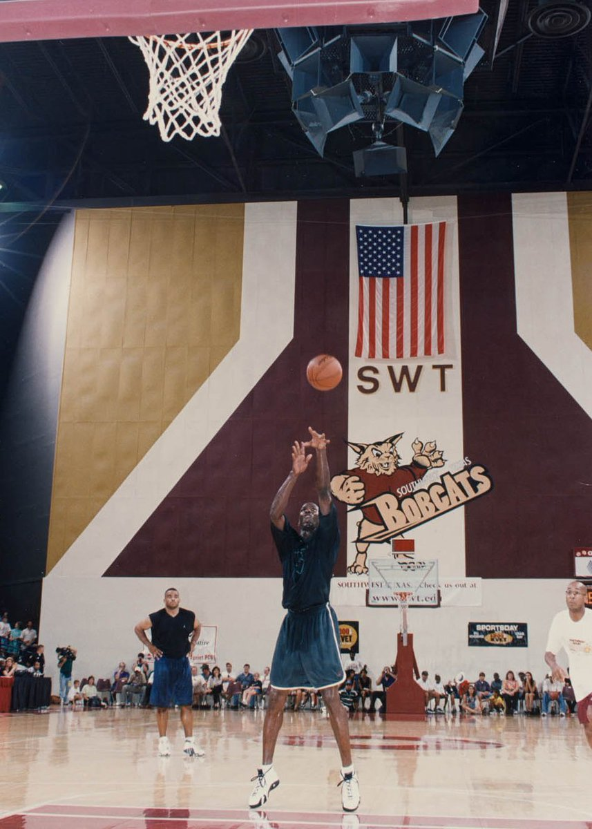 #ThrowbackThursday: Michael Jordan puts on a show during his visit to #txst in 1998. https://t.co/vSDRdLV8ZM
