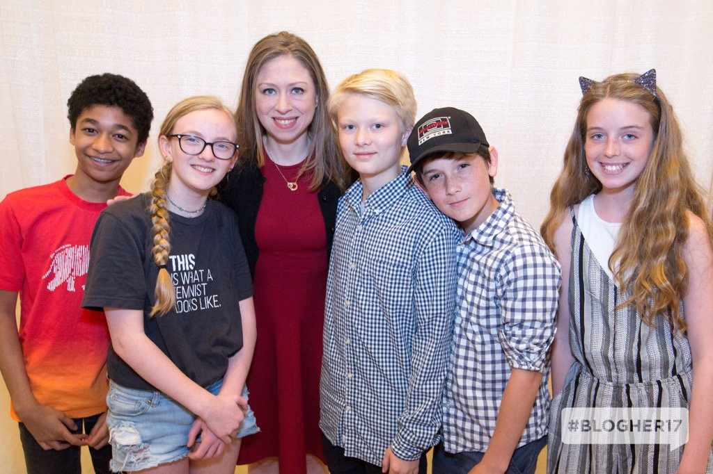 Backstage at #BlogHer17: @ChelseaClinton and our #HatchKids! https://t...