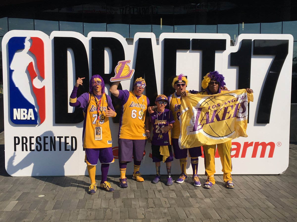 #Lakers fans rocking the purple & gold in Brooklyn ahead of tonigh...