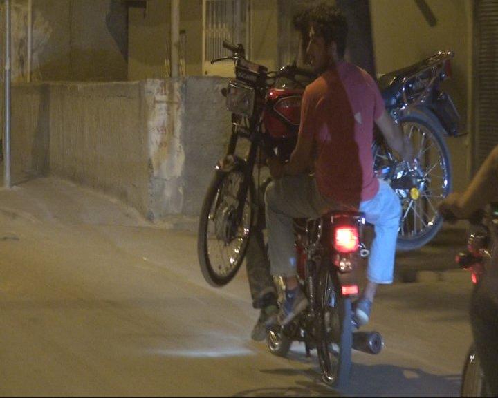 Motosikleti motosiklet ile taşıdılar (Yer:Adana) https://t.co/h3DFAd5W...