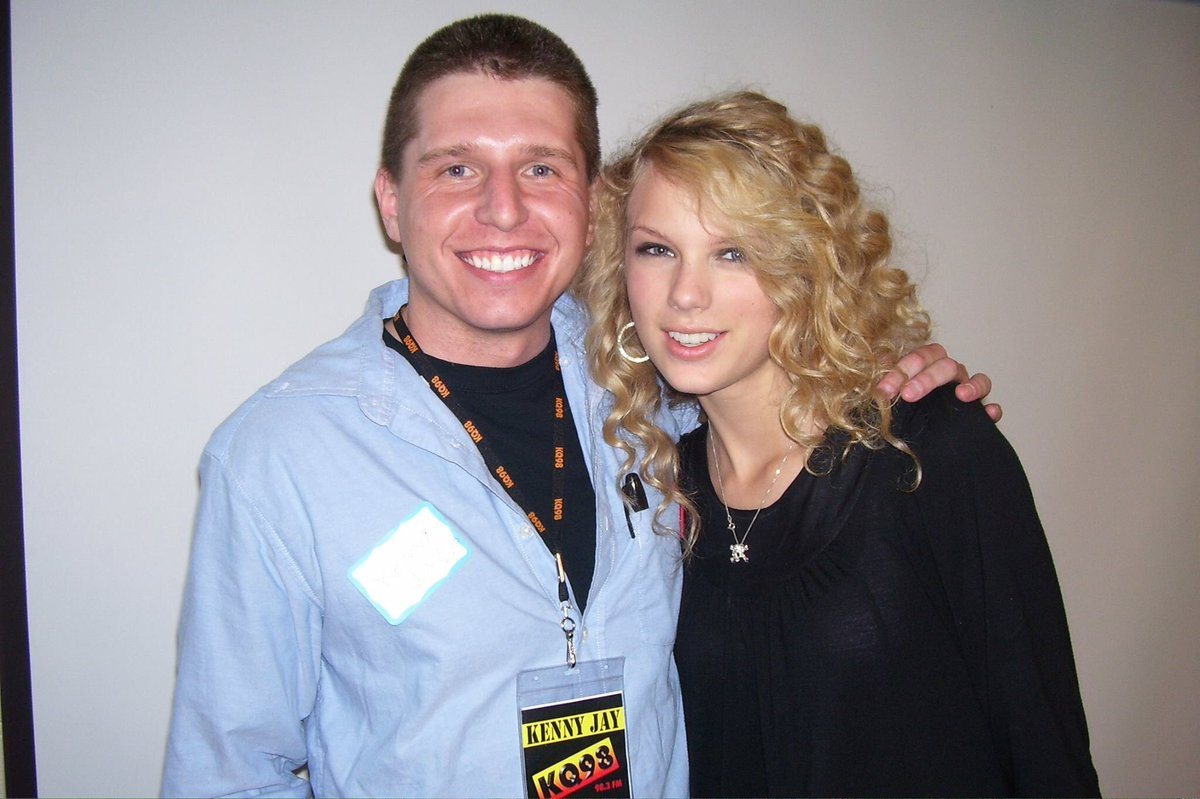 Dear @taylorswift13, We miss you. #TBT   Sincerely,  Everyone <br>http://pic.twitter.com/29joG8xzqH
