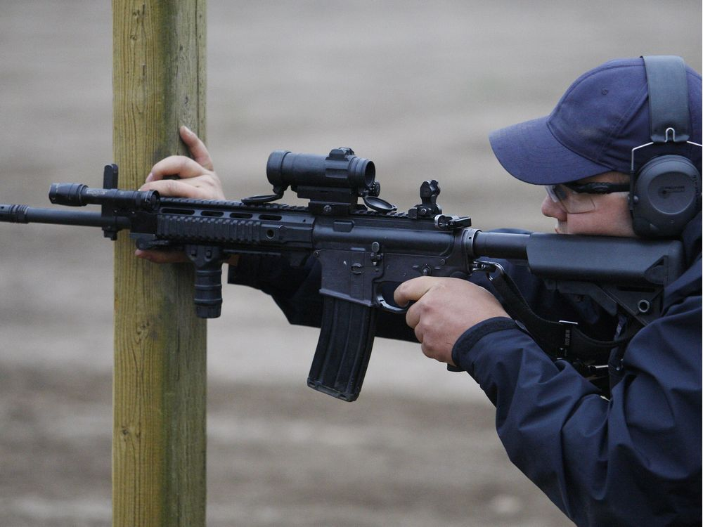 Ottawa police airport units can now carry carbines https://t.co/yiQGcsDhn7 #ottnews