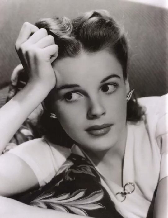 Remembering the wonderful Judy Garland, who died 48 years ago today. #RIP <br>http://pic.twitter.com/7INTiFiuVU